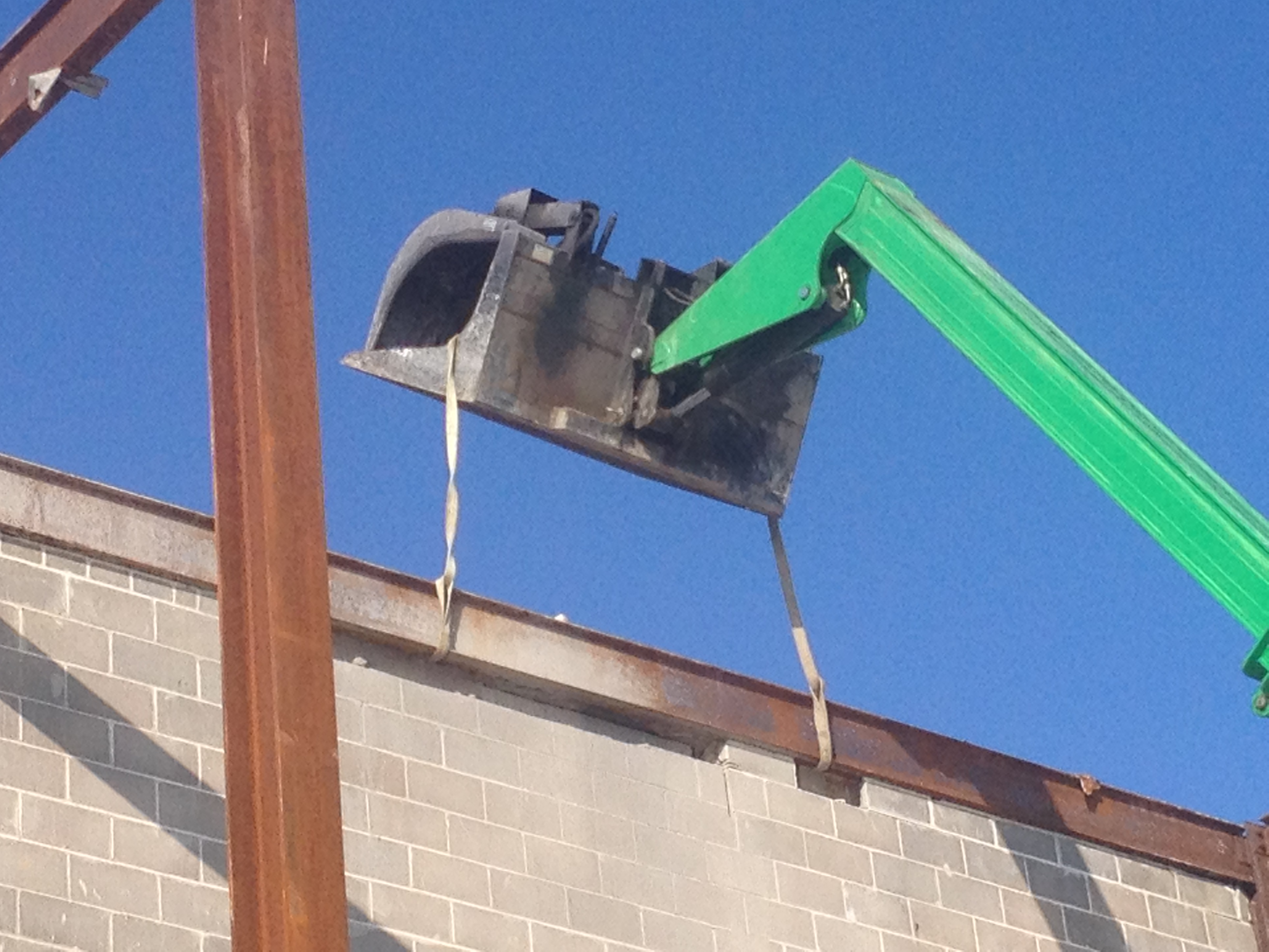 Raleigh-Mall-removing-top-beam-safely